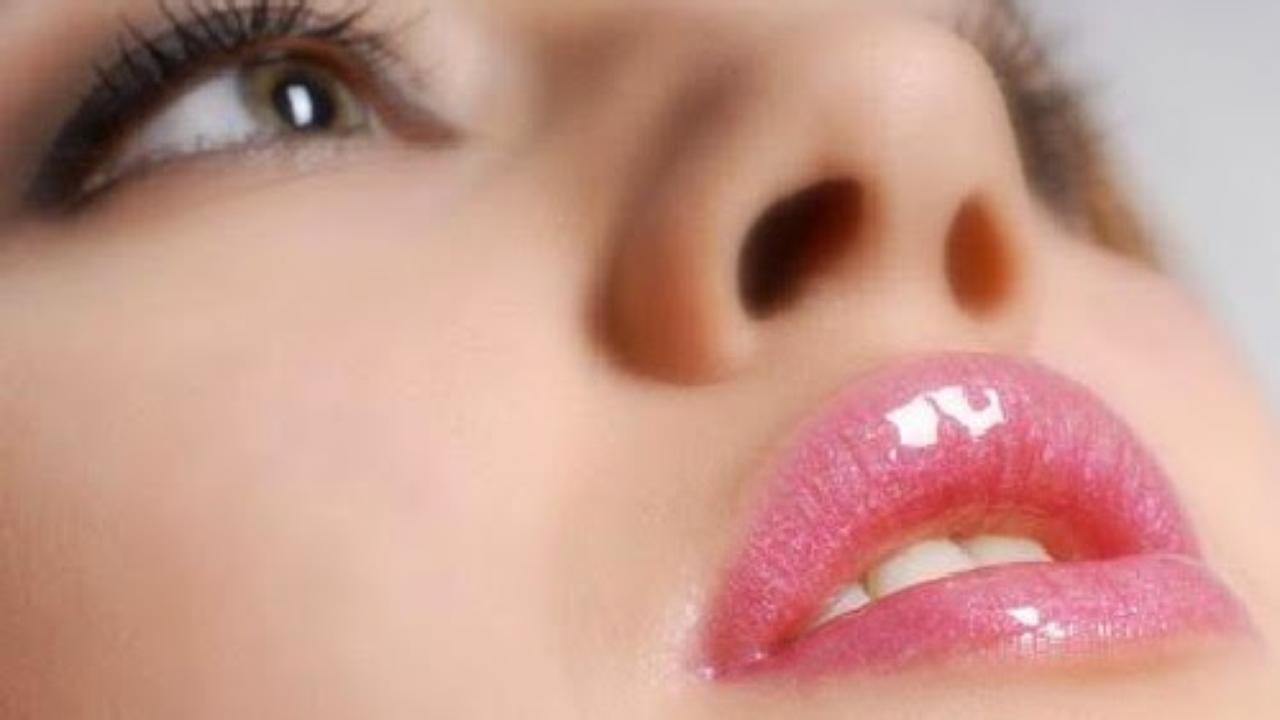 Home Remedies to lighten dark lips